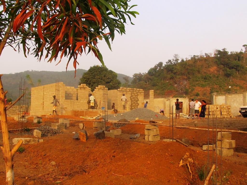 Sono iniziati i lavori di costruzione della scuola in Sierra Leone
