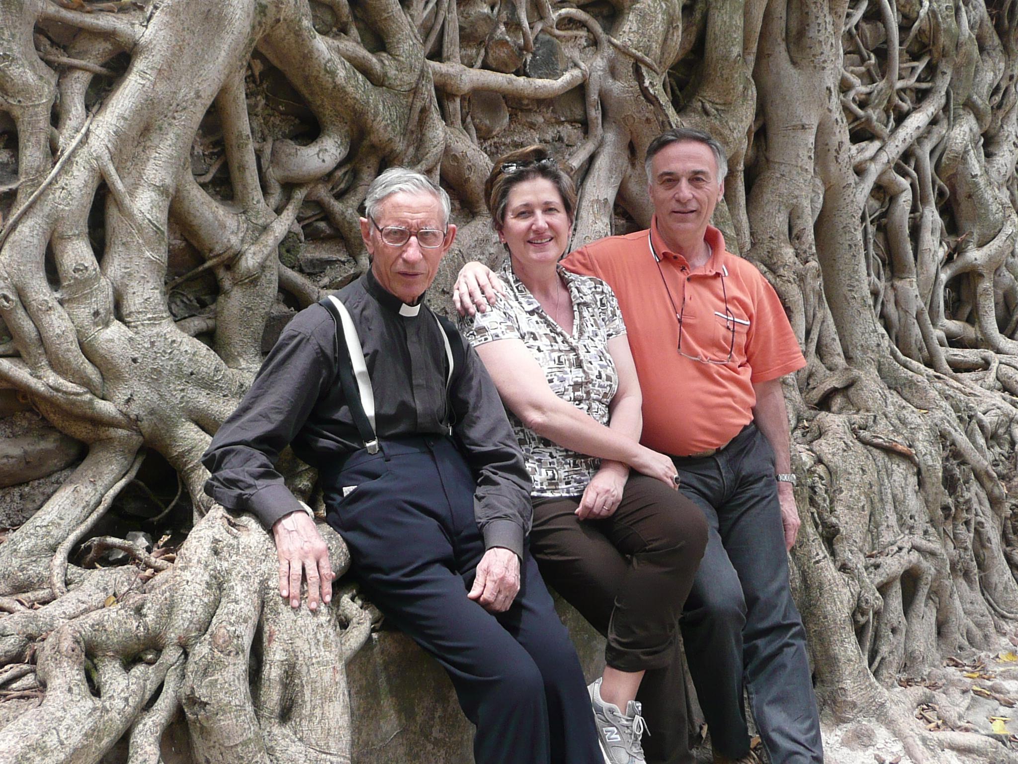 Giancarlo e Rosanna Berti con Don Luigi