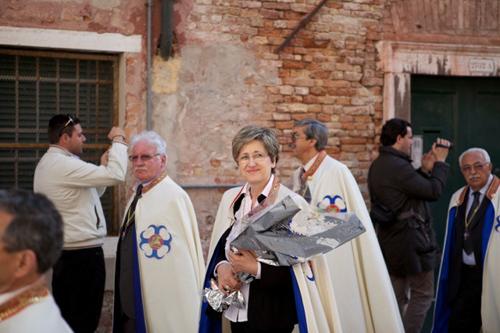 Rosanna Berti dopo la cerimonia è un Cavaliere di San Marco