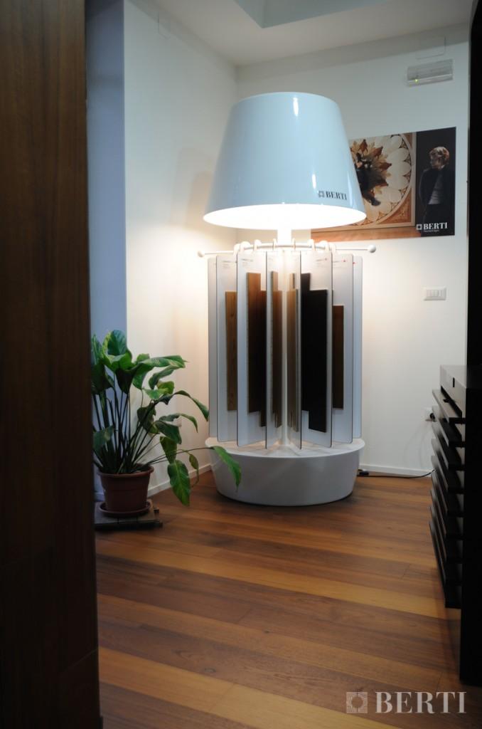 Berti Pavimenti Legno - Parquet - espositore Lampada Berti