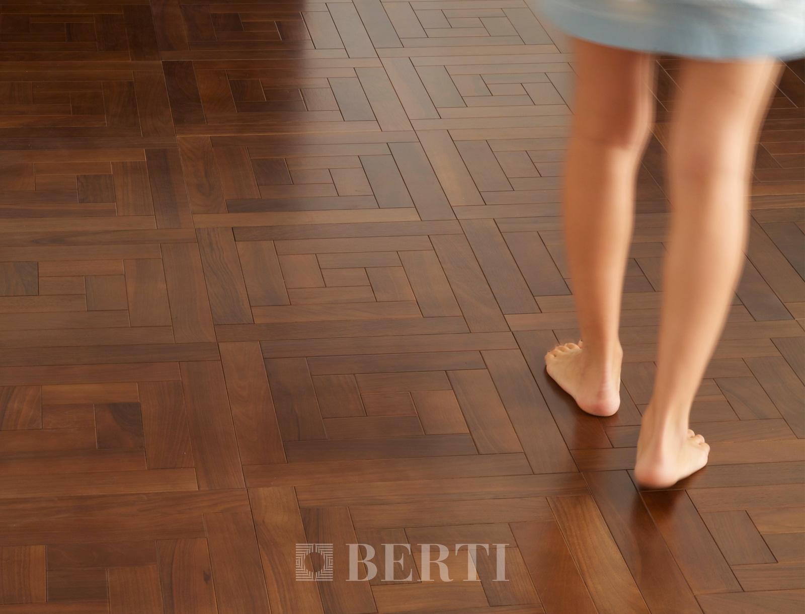 berti_parquet_wellness_barefoot